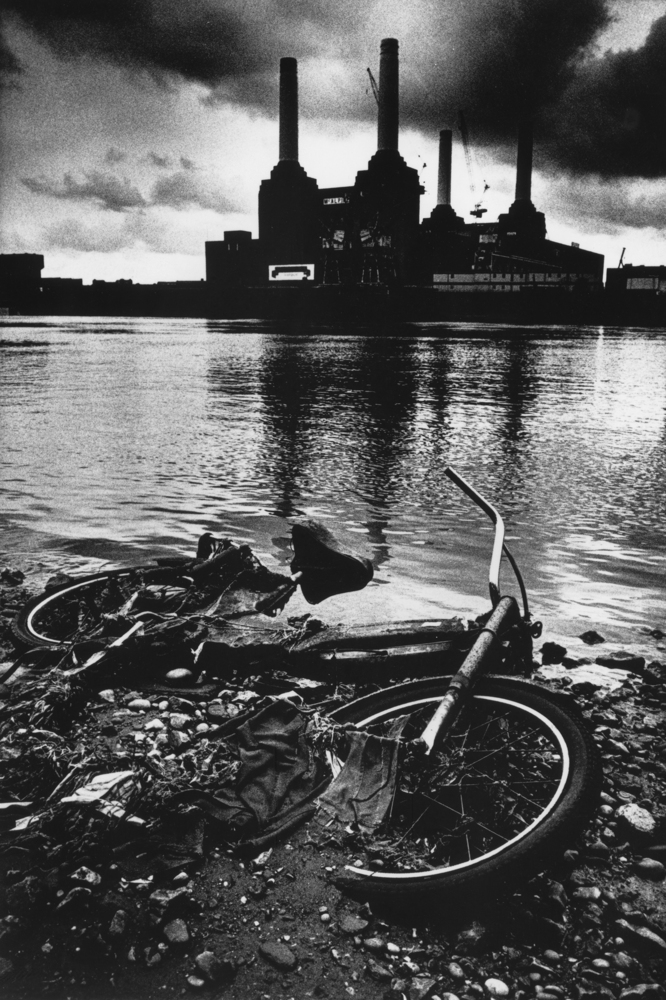 Dead Bicycle - River Thames London