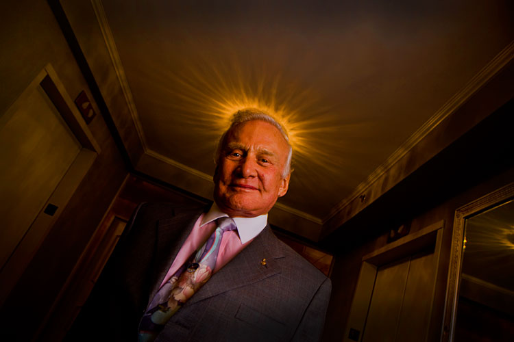 Buzz Aldrin Astronaut : Sad News of the Death of Neil Armstrong : NYC